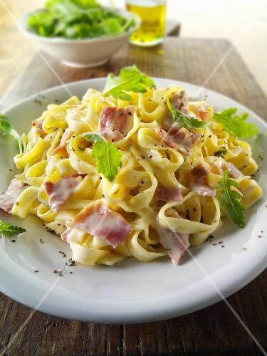 Tagliatelle with ham sauce