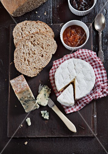 Cheese platter with Camembert, Stilton, pear-cider chutney and onion chutney