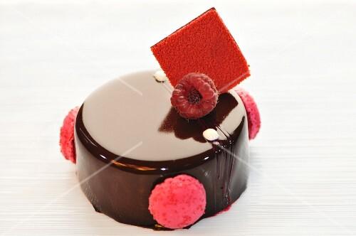 Chocolate cake with raspberries and macaroons
