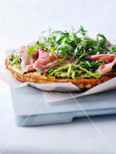 Savoy cabbage frittata with ham and rocket