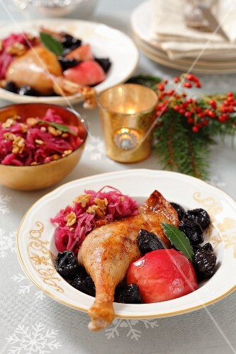 Goose leg with apples, dried plums and red cabbage
