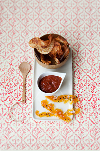 Spicy vegetable chips with ketchup
