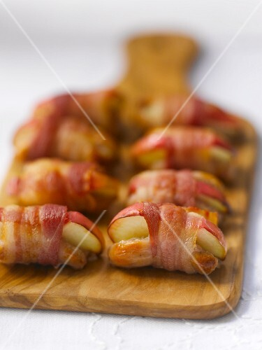 Pigs in blankets with apple