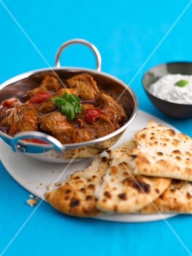 Beef ragout with unleavened bread