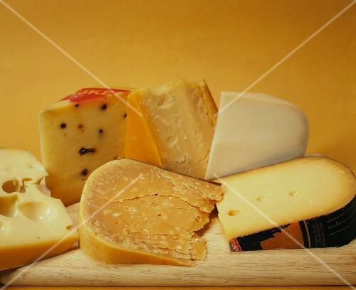 Various types of Dutch cheese