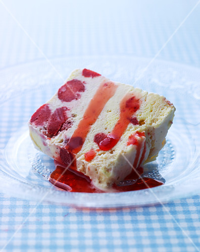 Ice cream cake with berries