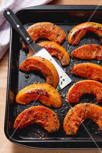 Kürbisspalten aus dem Ofen