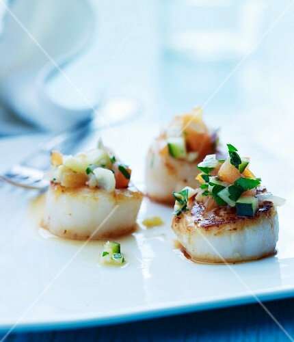 Fried scallops with salsa