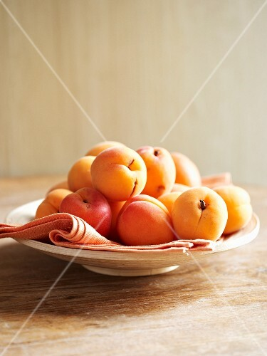 A plate of apricots