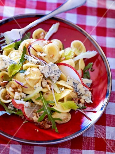 Pasta salad with orechiette, Stilton, rocket and nuts