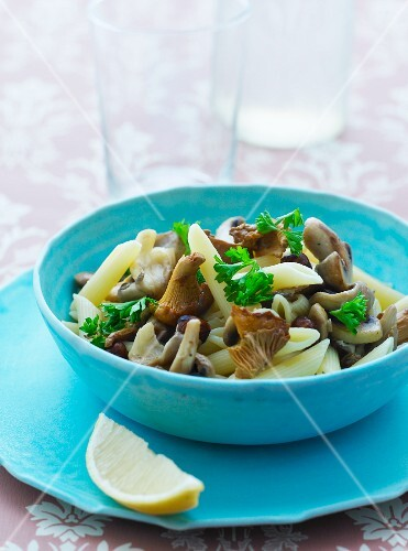 Penne pasta with mushrooms and parsley