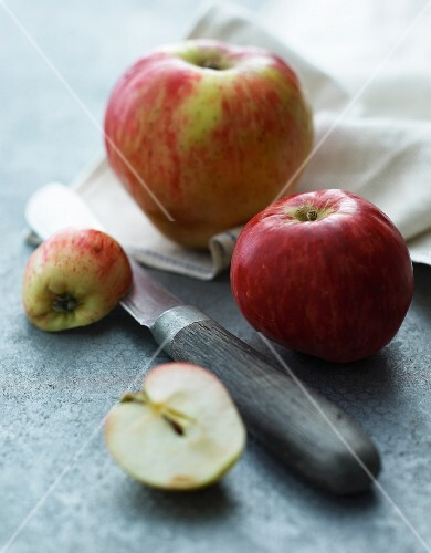 Apples and a knife