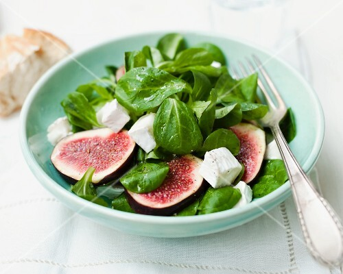 Lamb's lettuce salad with figs and sheep's cheese
