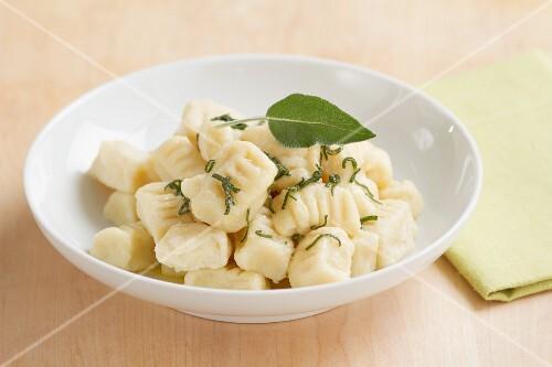 Gnocchi burro e salvia (Kartoffelgnocchi mit Salbeibutter)