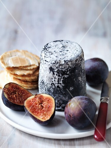 Dorstone goat's cheese from England with figs and crackers
