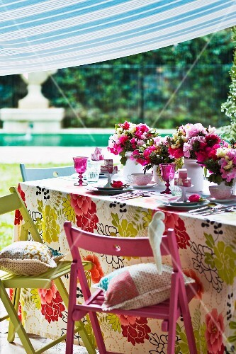 A summery table decorated with flowers