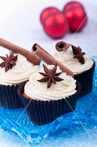 Vanilla cupcakes with spices for Christmas