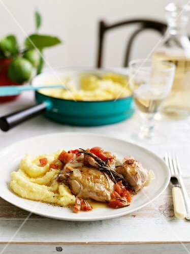 Chicken with mashed potatoes, garlic, tomatoes and rosemary