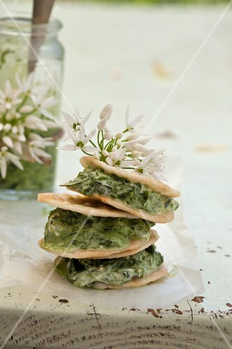 Crackers with wild garlic spread