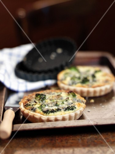 Broccoli-cheese tartlettes