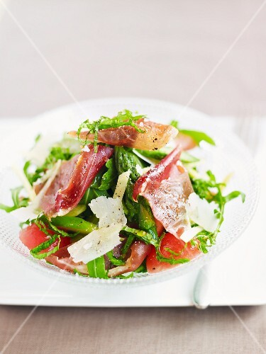 Spring salad with Parmesan and Parma ham
