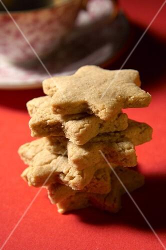 Several cinnamon-almond stars, stacked