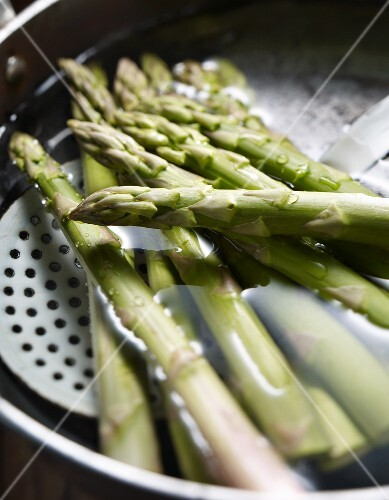 Green asparagus in the cooking water