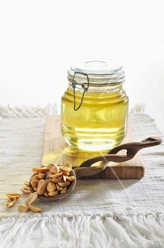 Peanut oil and peanuts