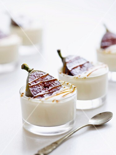 Cream with figs and caramel