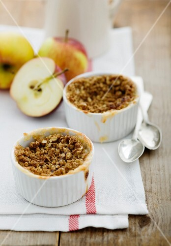 Two apple crumbles and fresh apples