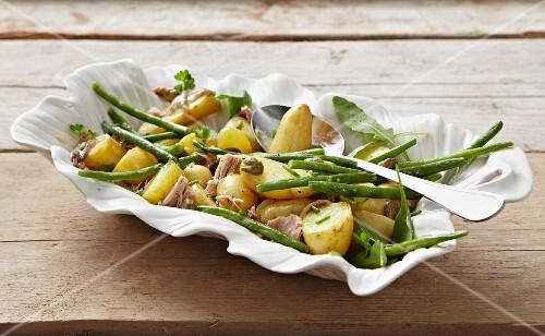 Potato salad with tuna and green beans