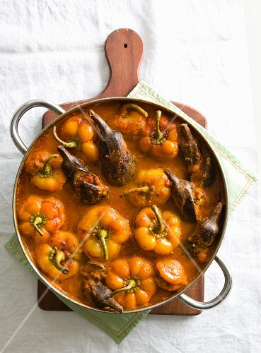 Peppers and aubergines with dried fruit
