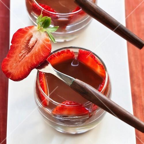 Chocolate cream with fresh strawberries