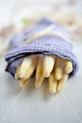 Peeled asparagus in a damp cloth
