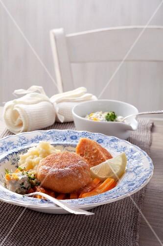 Fischbällchen mit Möhren und Remoulade