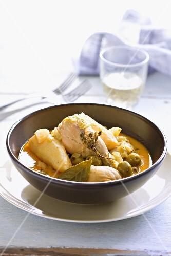 Chicken with olives and thyme