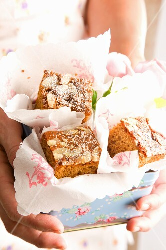 Almond and honey cakes