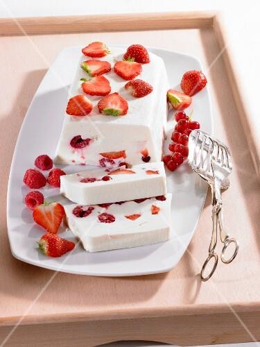 Yogurt terrine with fresh berries