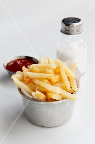 Chips, ketchup and salt