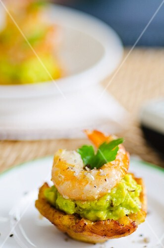Mofonguitos with avocado and prawns (Dominican Republic)