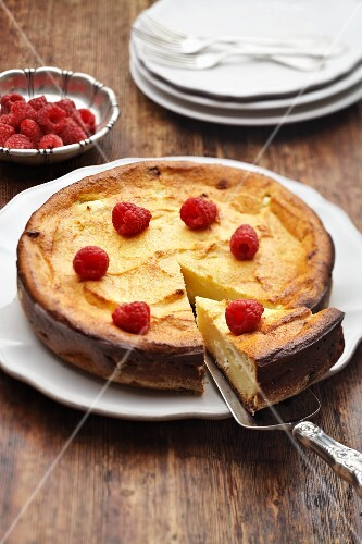 Cheesecake with raspberries (Russia)