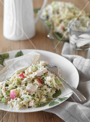 Rice salad with smoked chicken and apples