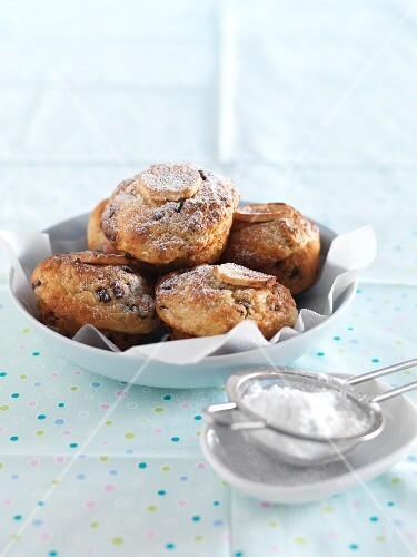 Banana and pecan muffins with chocolate chips and icing sugar