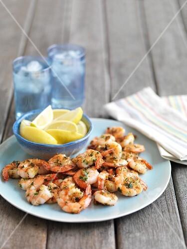 Grilled prawns with lemon wedges