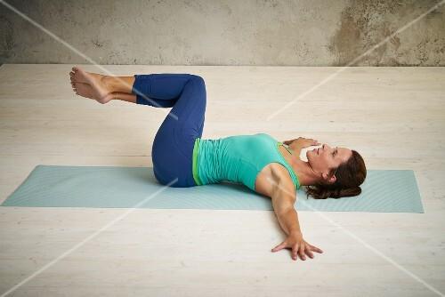 Crocodile with deep stomach breathing (detox yoga) – buy