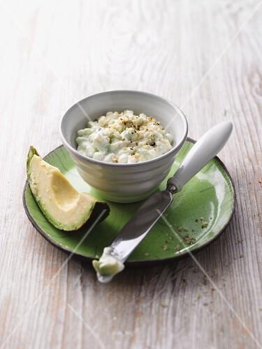 Avocado cream cheese with hemp nuts