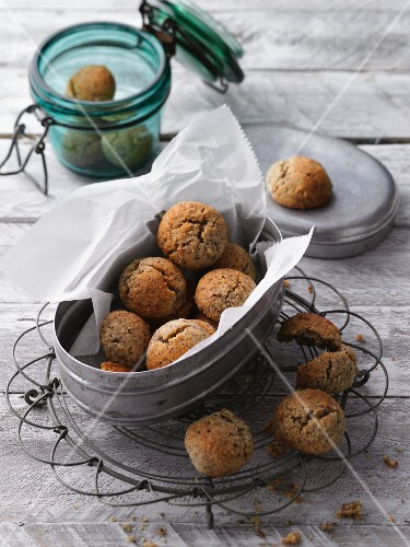 Low-carb amaretto biscuits in a tin and a jar