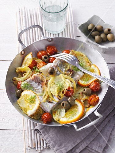 Cod with oranges, fennel, cherry tomatoes and olives (no carb)