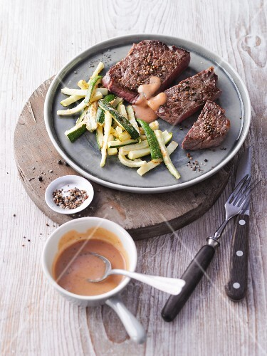 Rump steak with courgette sticks (no carb)