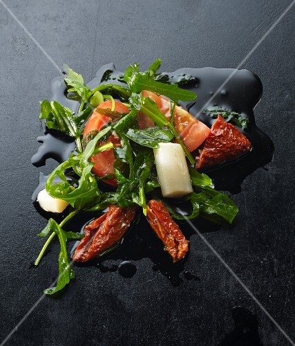 Tomatoes, asparagus and rocket in olive oil